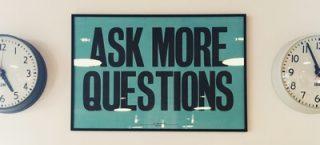 întrebări